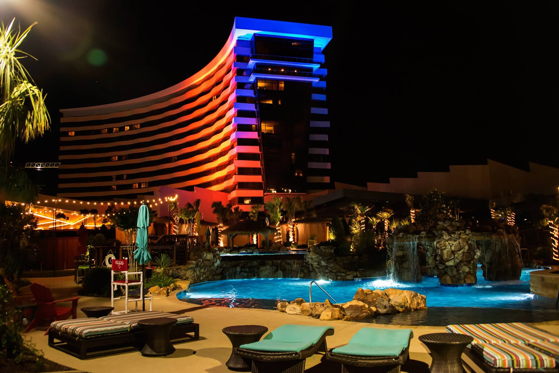 Book Your Room At The Choctaw In Durant Besides Restaurants Slot Machines Luxury Hotel Rooms And Entertainment Venue This Incredible Makes It Worth