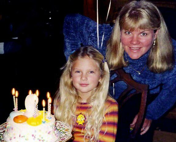 Taylor And Mom Andrea Taylor Swift Music Taylor Swift Childhood Taylor Swift Fan