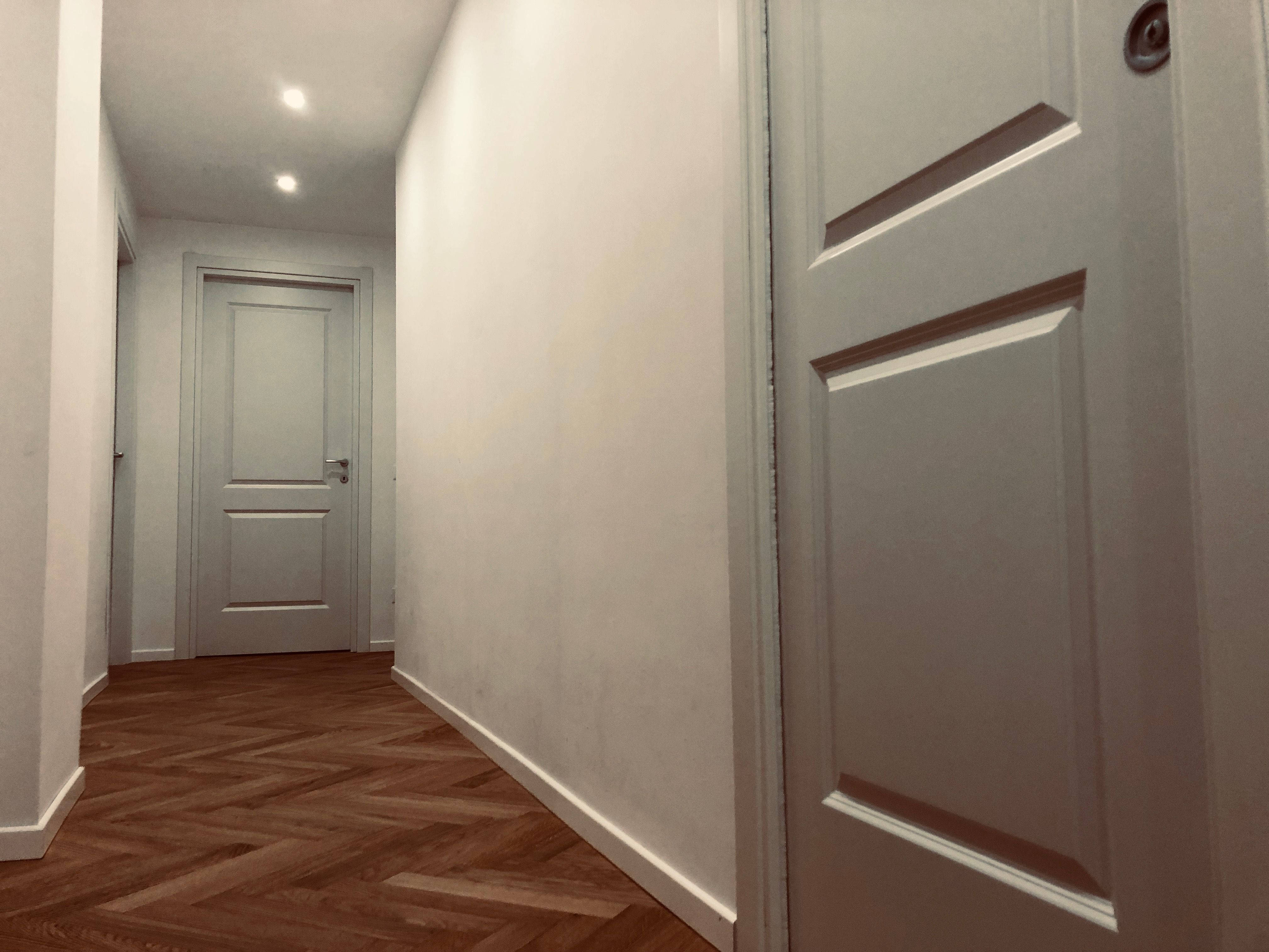 Italian oak parquet White laquered doors Total white
