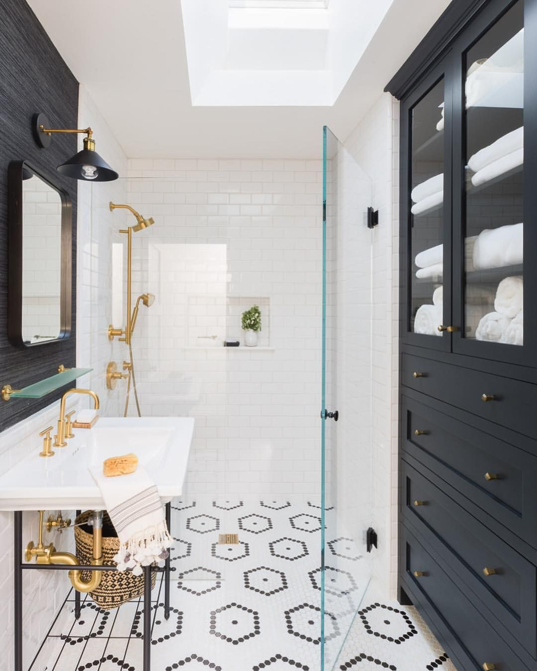 Small Bathroomdesign Ideas: Black And White Bath. Love The Built In Cabinet