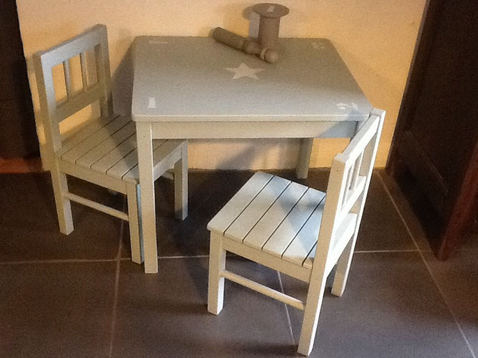 ensemble table d 39 enfant et 2 chaises en bois patine bleu gris toile chambre d 39 enfant de. Black Bedroom Furniture Sets. Home Design Ideas