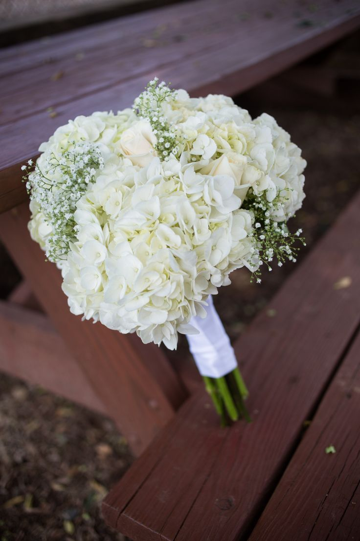 Diy White Hydrangea And Baby S Breath Bouquet Hydrangeas Wedding Hydrangea Bouquet Wedding Wedding Flowers White Roses
