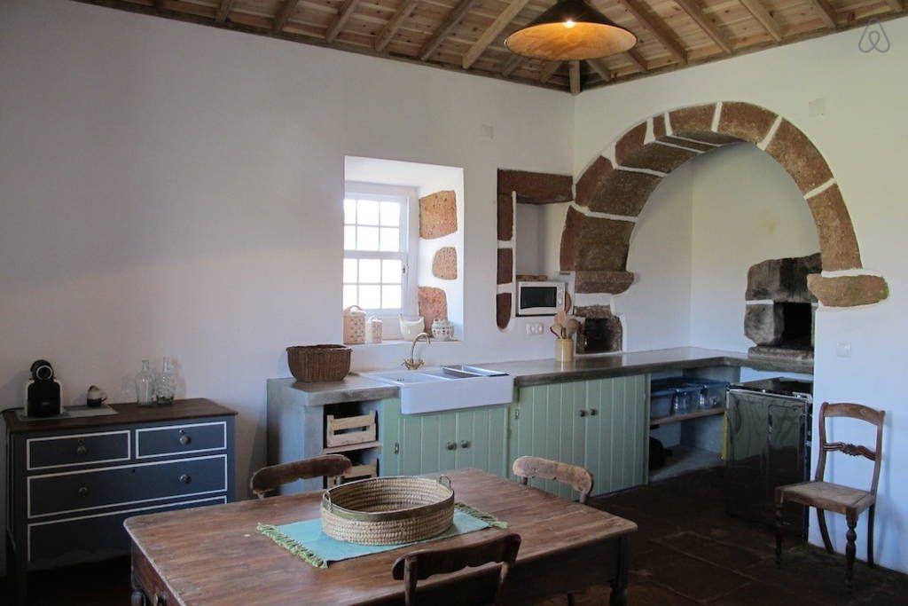 Veja este anúncio incrível na Airbnb: Casa do Almagre - rural tourism - Casas para Alugar em Vila Do Porto
