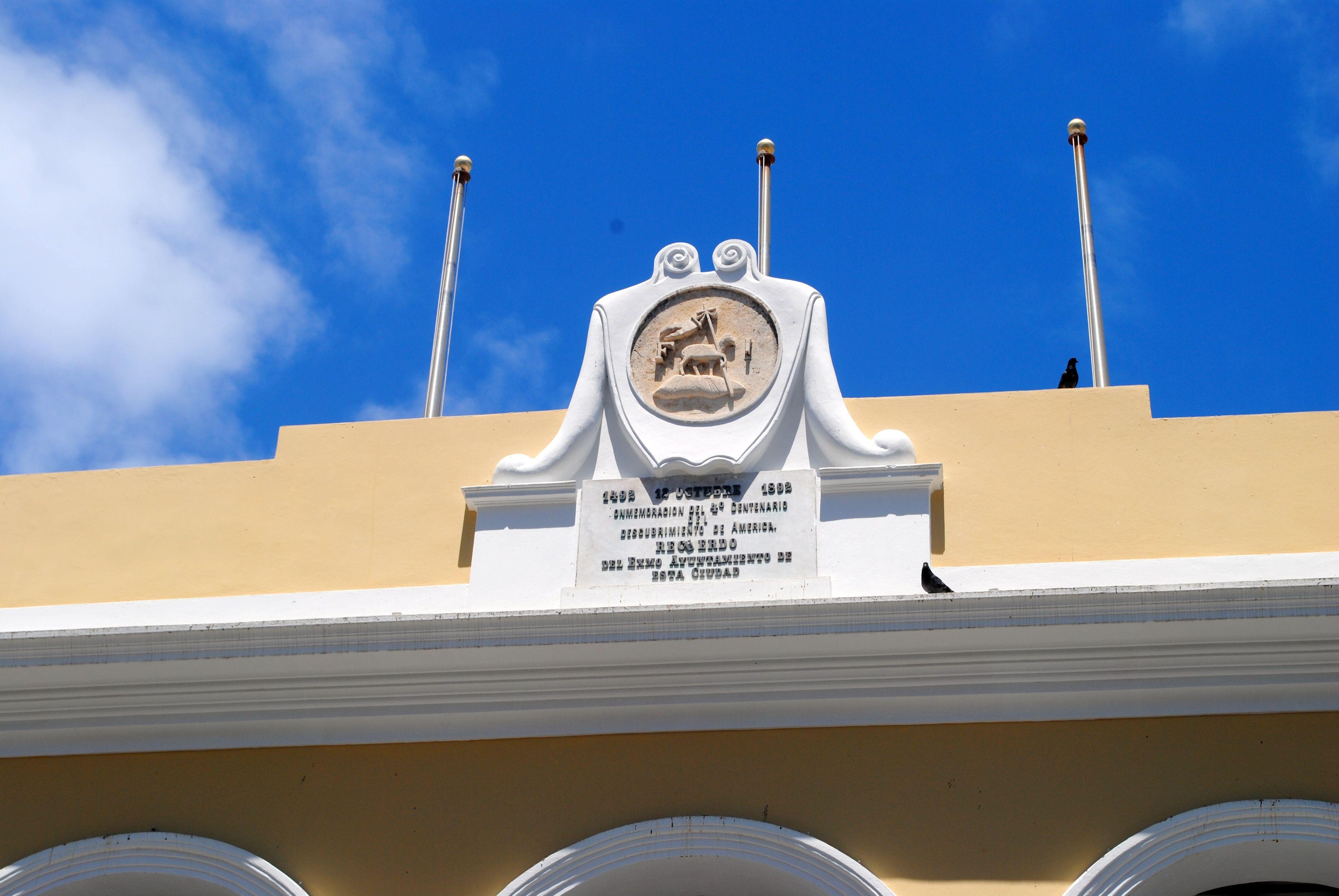 Satatue Of Liberty With Puartarican Flag Tattoo: Escudo De Puerto Rico En La Plaza De Armas De San Juan