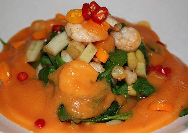 http://www.foodulution.com/wp-content/uploads/2015/05/Lauwarmer-Spargel-Spinat-Salat-mit-Garnelen-und-Papaya-Dressing-Paleo.jpg - Lauwarmer Spargel-Spinat-Salat mit Garnelen und Papaya-Dressing (Paleo) - Dieses Gericht ist nicht nur schnell zubereitet, sondern es ist auchleicht und bekömmlich, weil die Papaya im Dressing hilft das Protein aus den Garnelen zu verdauen. Also die perfekte Paleo-Mahlzeit bei heissem Sommerwetter!    [nutrition-label]    Garnelen enthalten ho