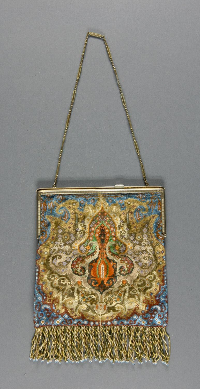 1920, France - Bag with change purse and mirror - Faille with glass beads, gold metal frame and chain