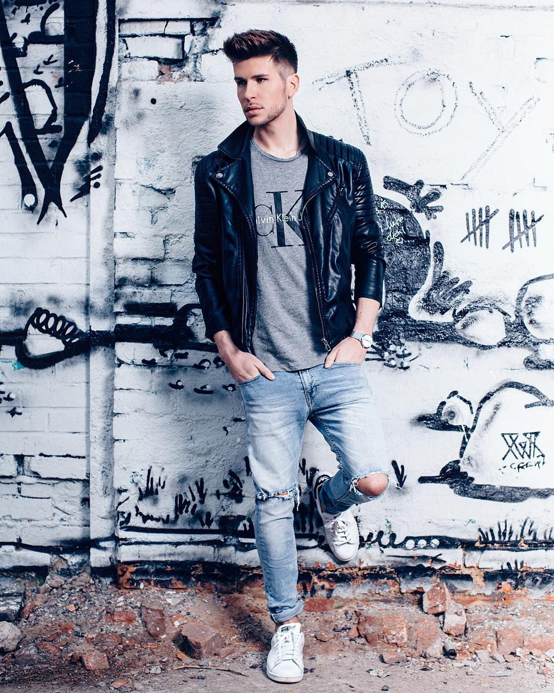 Rocking the leather jacket // Find similar pins at @damee1 // The easiest way to add an oomph of edginess? FOLLOW ➝ https://www.pinterest.com/damee1/hell-bent-for-leather/ // #leatheroutfit #leatherjacket #stylish  #menfashion #menstyle #guysinstyle #guyswithstyle #leather  #stylish menswear #menstyle #menfashion #casual #smart #classy #dapper #outfit #beTrendly #Fashion #Menswear #Leather #Biker #Hipster