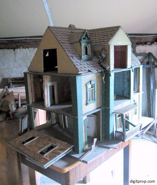 The renovation of a 100-year-old dollhouse