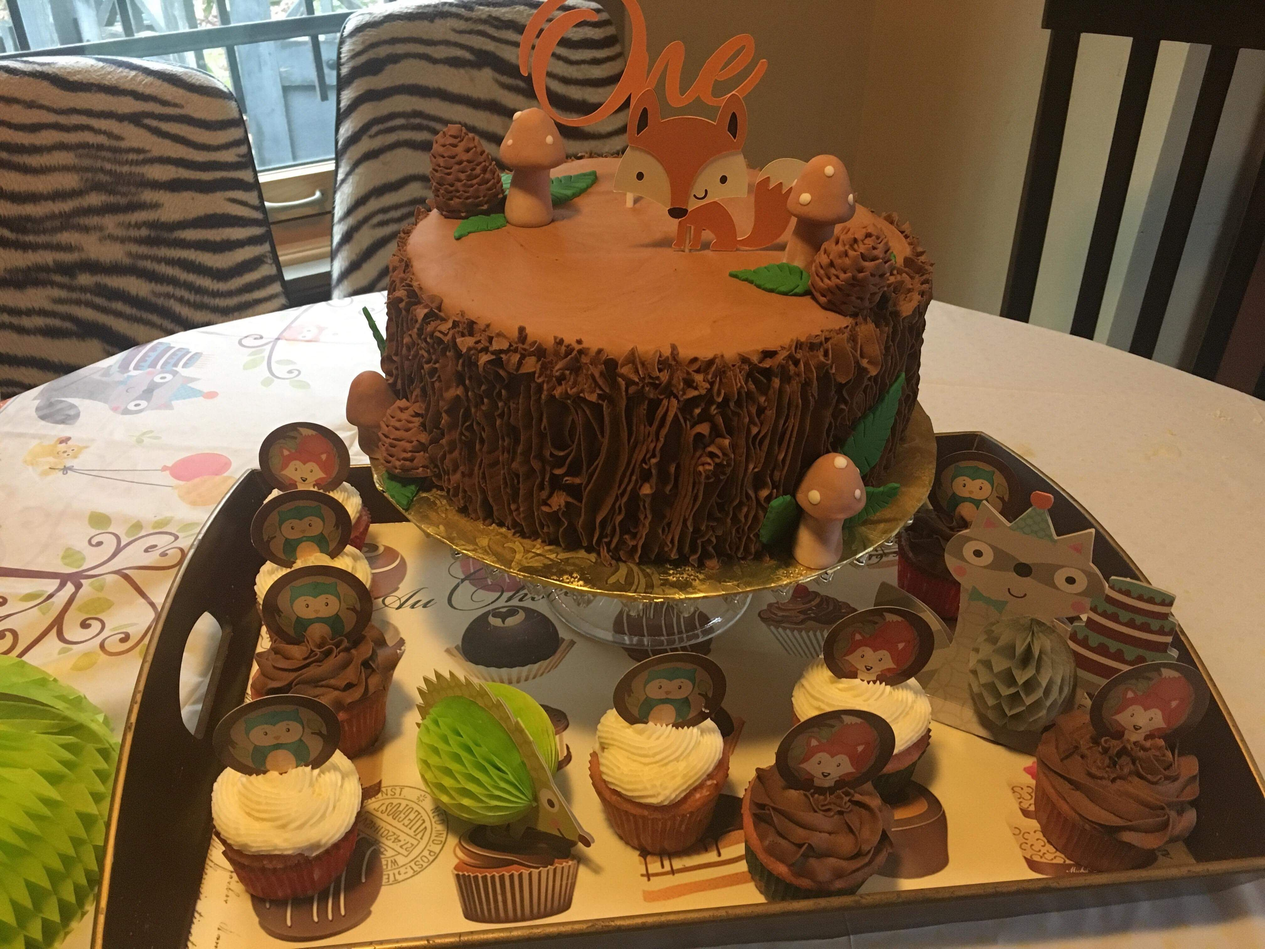 Woodland themes cake and cupcakes | Themed cakes, Cupcake ...