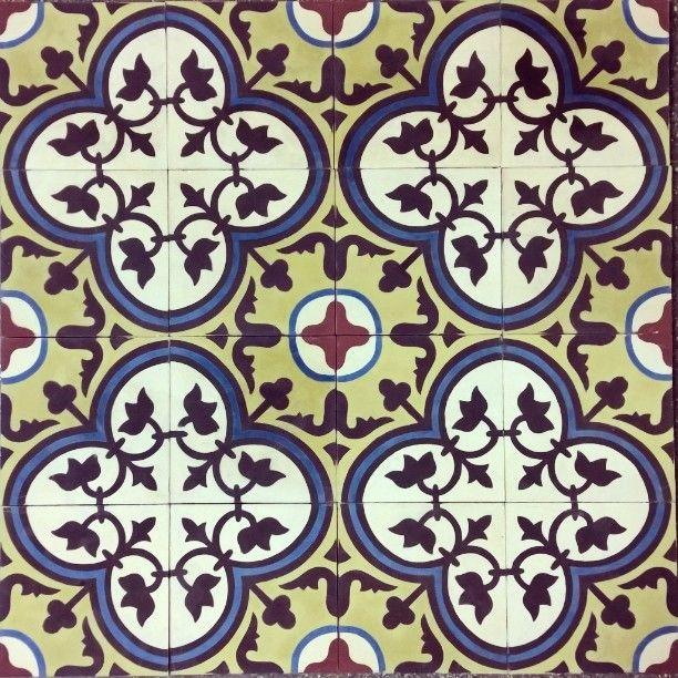 Flor de Lótus Ladrilar #ladrilho #ladrilhoshidraulicos #ladrilhos #ladrilhohidraulico #Ladrilar #cementtiles #cementina #carreauxdeciment #tiles #tileaddiction #tile #pattern #handmade #handmadetiles #fattoamano by ladrilar