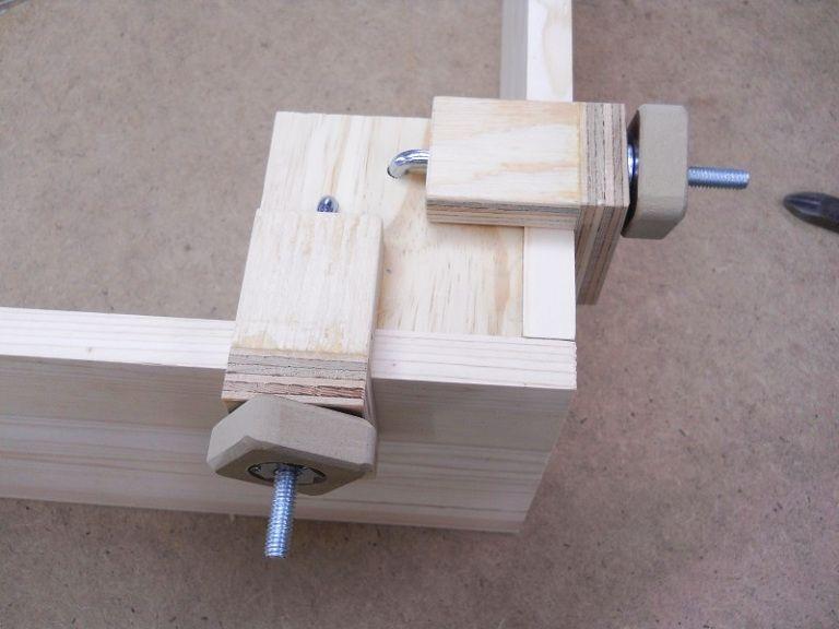 handy corner assembly clamps pratiques serre joints pour coins pinterest. Black Bedroom Furniture Sets. Home Design Ideas