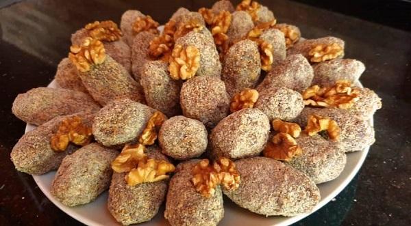 تين هبول أو ما يسمى هبول التين هو عبارة عن حلوى تقليدية في سوريا حيث ي جفف التين على سطح المنزل لمدة أسبوع أو عشرين Food Arabic Food Hijab Fashion Inspiration