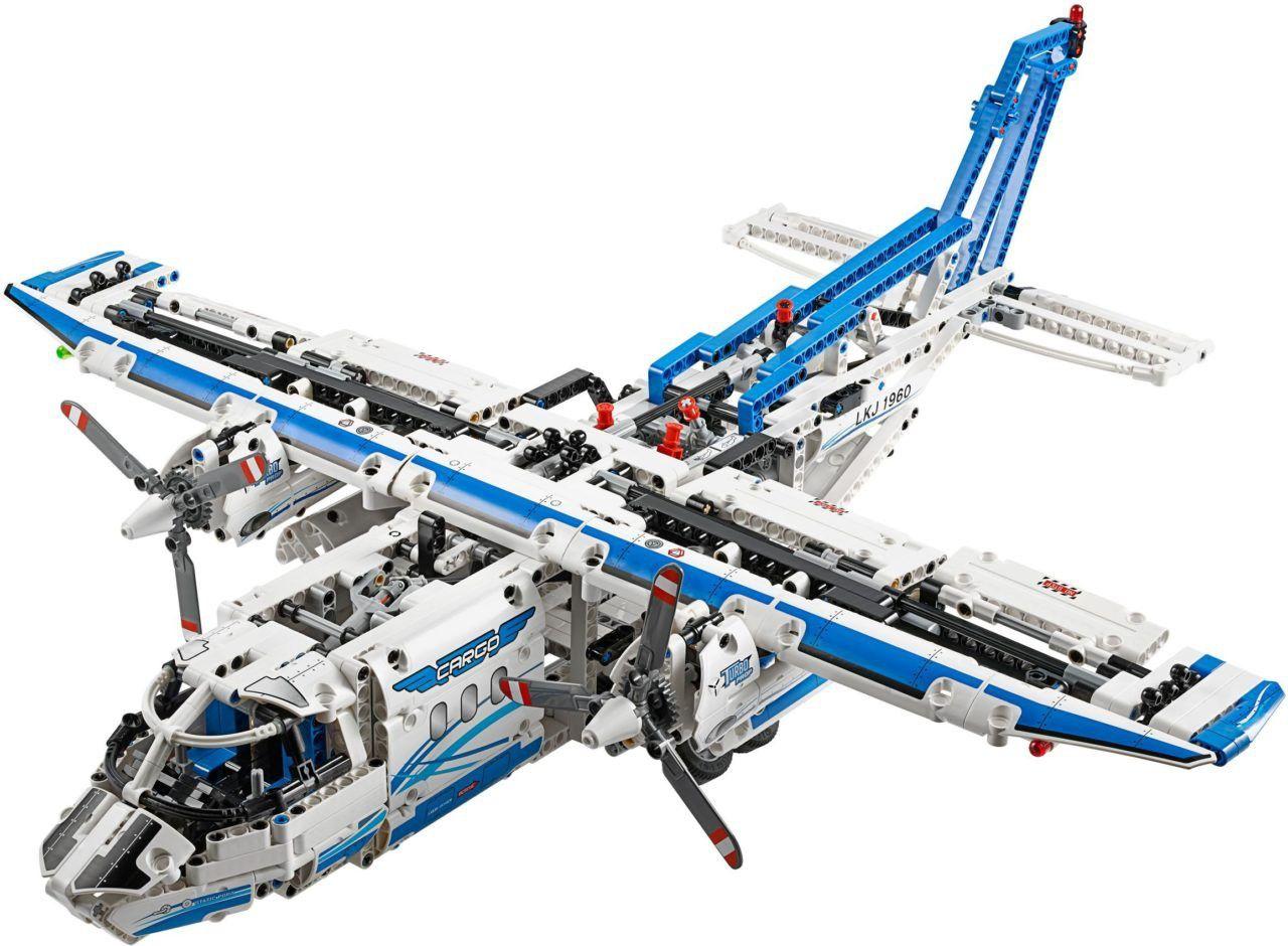 Scheer over de startbaan en ga de lucht in om zware lading naar de andere kant van de wereld te vliegen, met het meest complete LEGO® Technic vrachtvliegtuig ooit. De leukste LEGO bestel je online bij https://www.olgo.nl/lego/technic.html