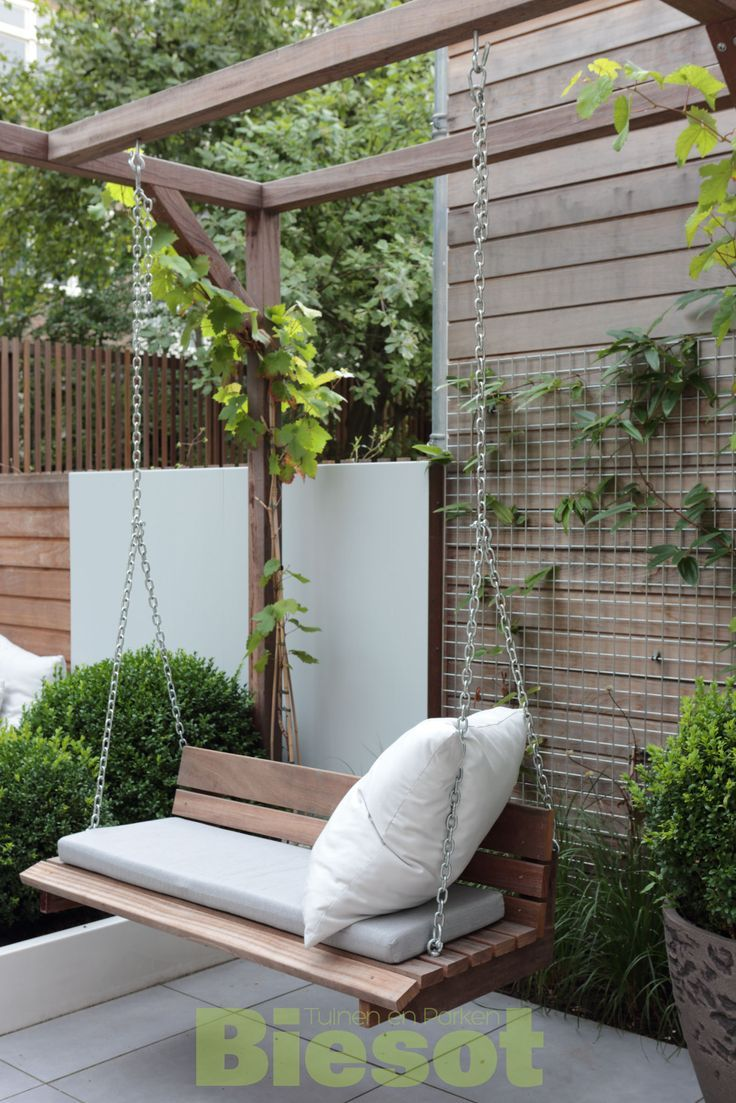 Schommelbank ook in kleine tuin tuin pinterest gardens swings