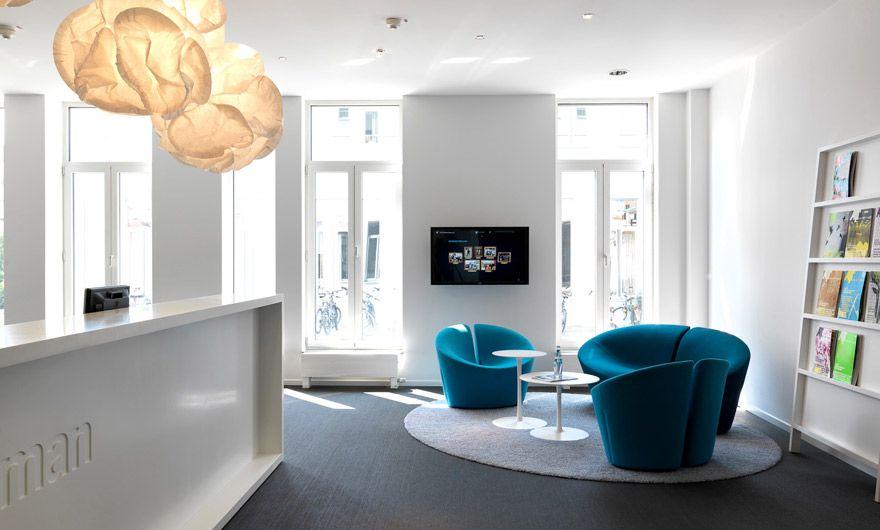 projekt gaertner internationale moebel empfang tresen lounge clouds pendelleuchte vitra. Black Bedroom Furniture Sets. Home Design Ideas