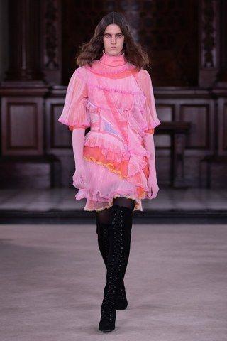 Noticias de Bora Aksu, colecciones, desfiles de moda, reseñas de la semana de la moda y más  – Moda