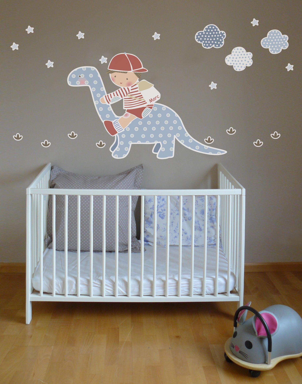 Vinilo de ni o sobre dinosaurio para habitacion infantil for Vinilos habitacion nino