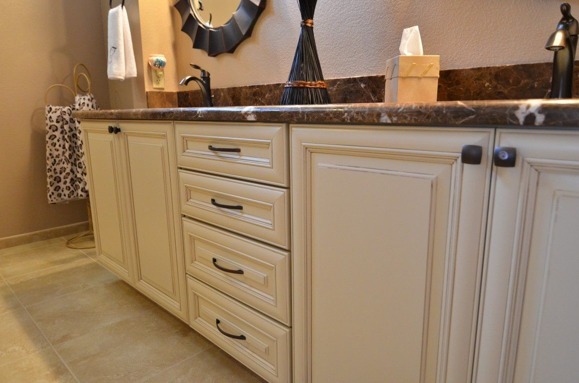 Maple Wellborn Cabinets In Savannah Door Style With