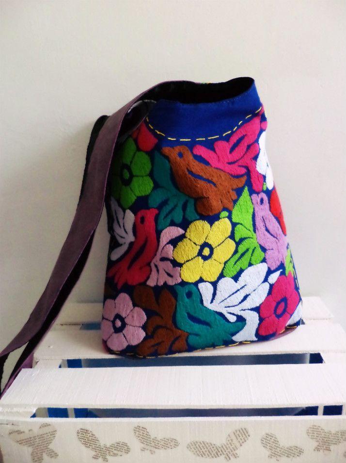 Bolso con bordado #artesanal de #Oaxaca.  #hechoamano #hechoenMéxico #handmade #embroidery