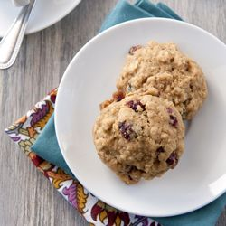healthy breakfast cookies with whole wheat flour, quinoa, oats, pistachios and cranberries.