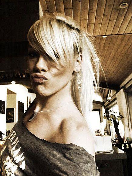 Girls Just Wanna Have Fun Pink Singer Long Hair Styles Blonde Singer