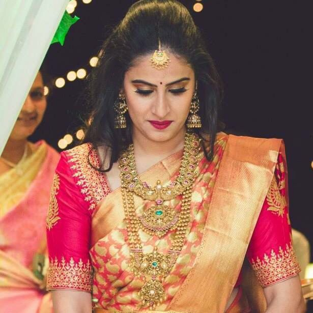 Modern Indian Bride Hairstyle: Heavy Bridal Jewellery