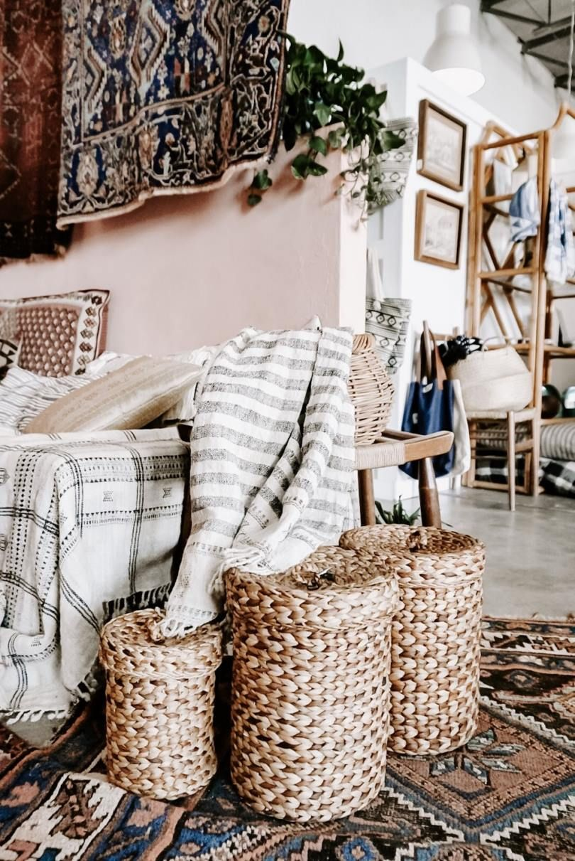 20 Bewitching - Transcendent Home Interior And Decor Ideas : Surprising empty sofa with three woven nesting baskets