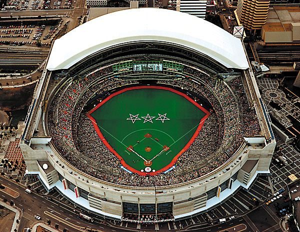 Skydome Now Called The Rogers Centre But We Still Call It The Skydome Toronto Travel Baseball Park Lake Ontario