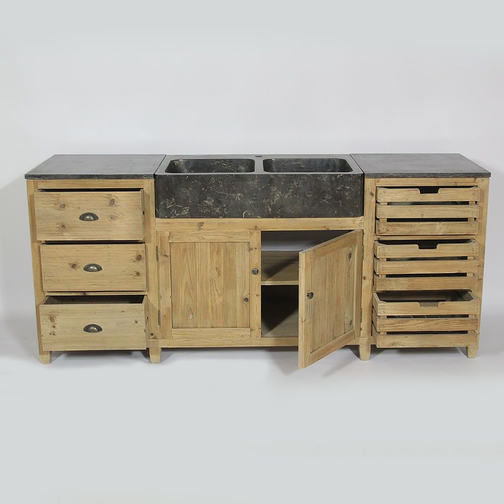 superbe cuisine en bois recyclé et plateau en pierre bleue avec
