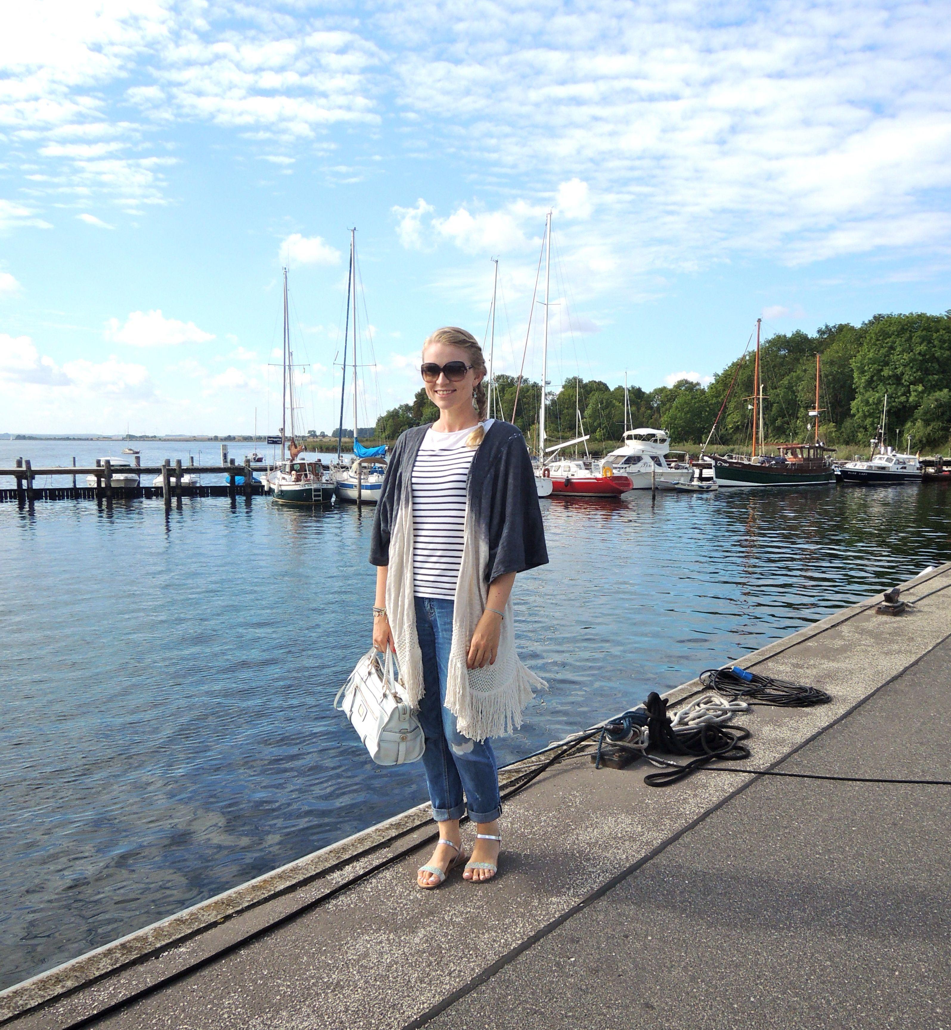 Shirt: H&M Cardigan: Zara Jeans: Cambio Bag: Guess Shoes: Esprit Sunnies: Gucci