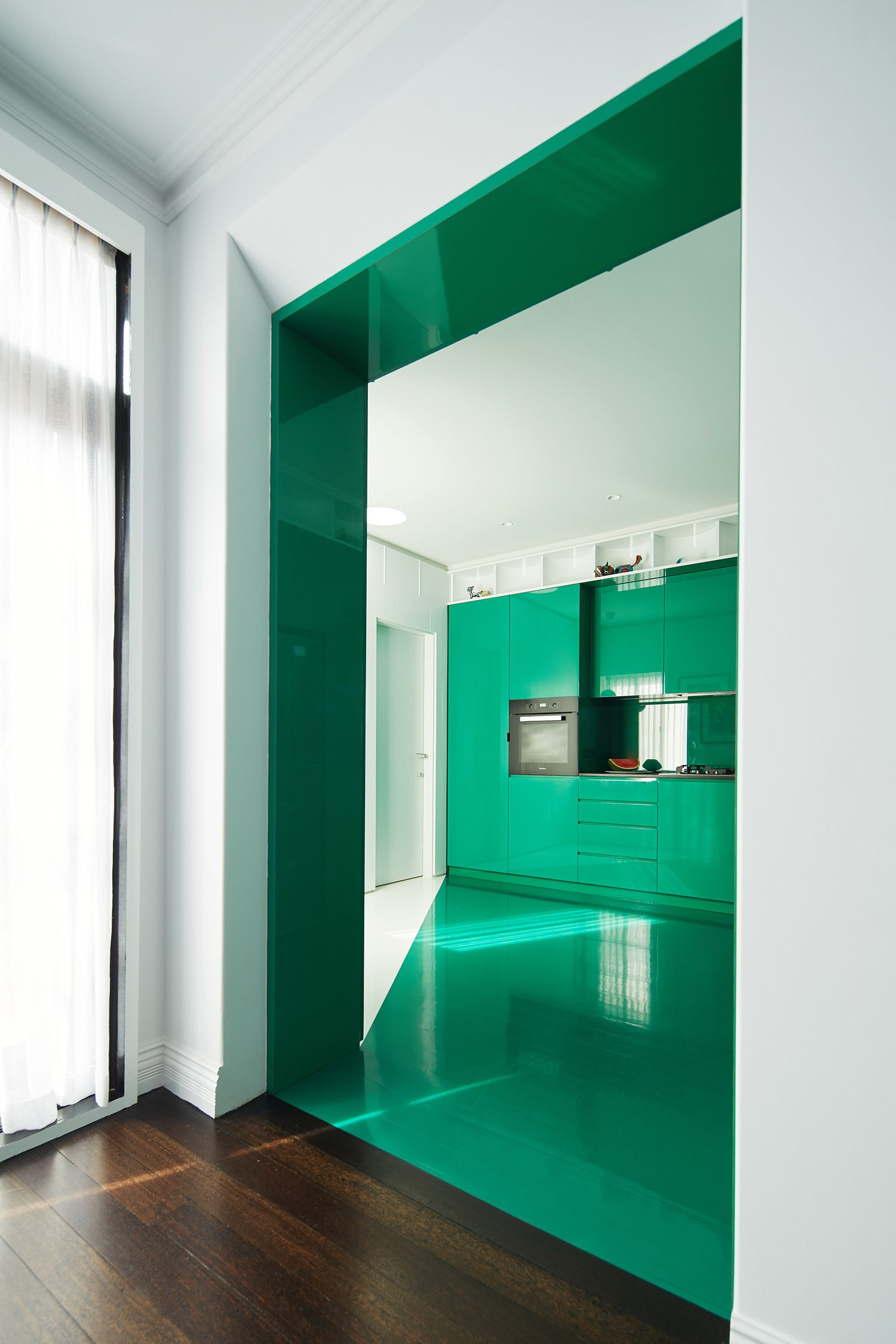 Simon Pendal Transforms North Perth Townhouse With Colour ...