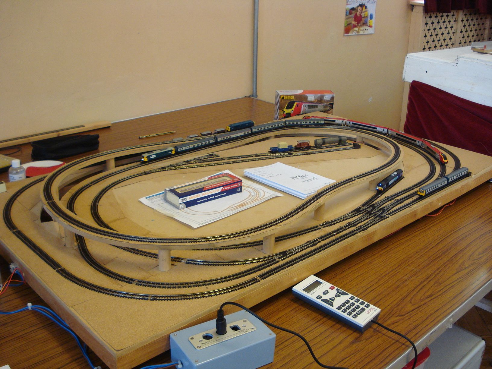 trains tracks layout for ho  oo and n scale