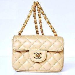 af0136150 Bolsa Chanel Inspired Bege 159,90 Veja no site; www.mimobiju.com.br ...