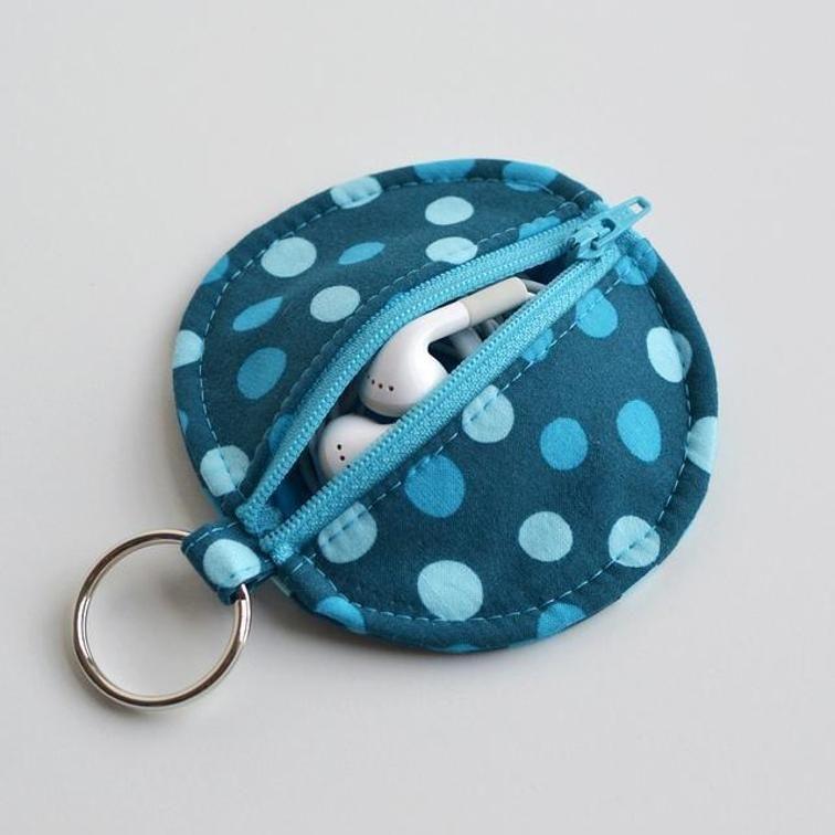 Circle Zip Earbud Pouch | Bluprint