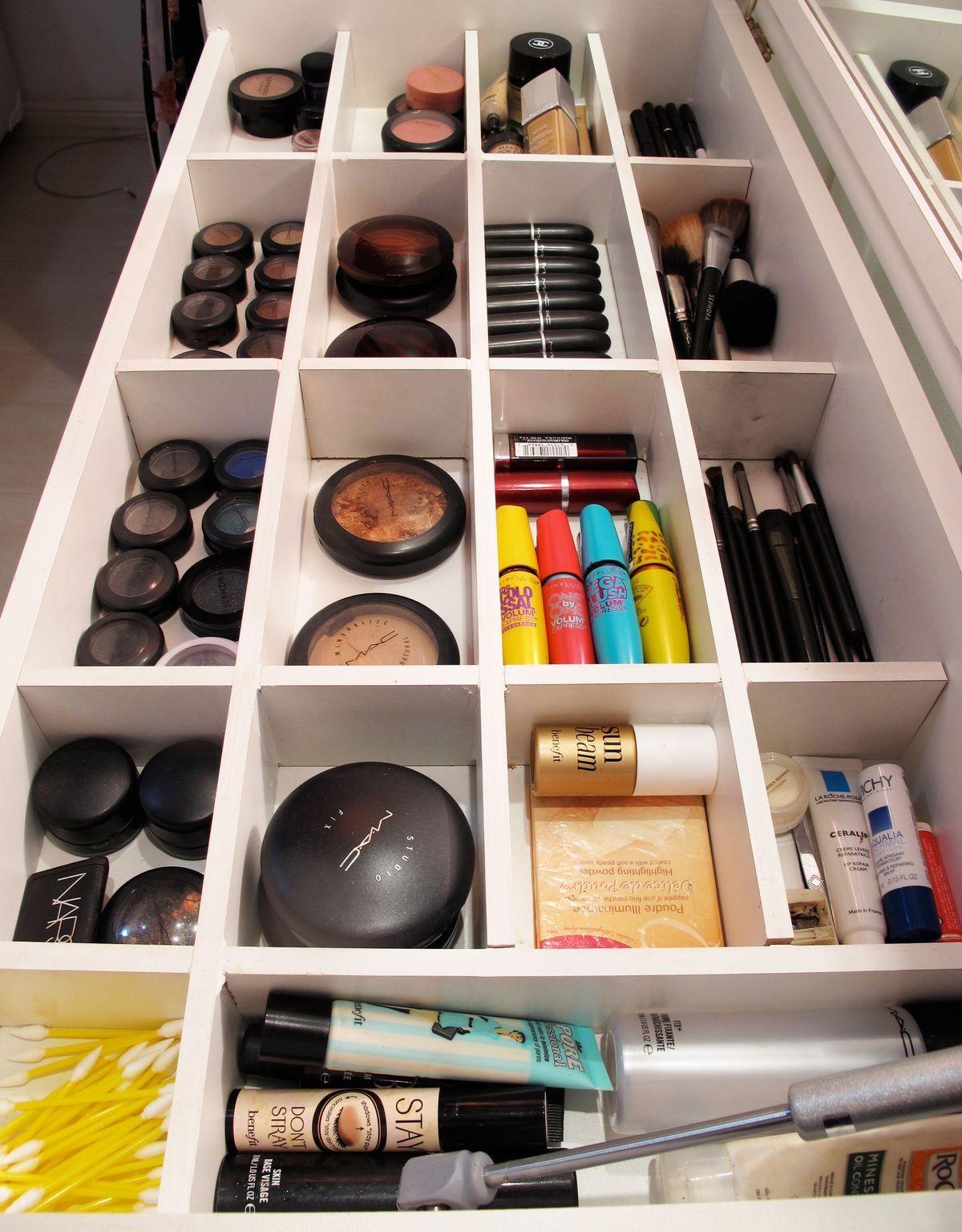 Meu Cantinho Do Atraso Para Todos Os Lugares Placard Chambre Salon De Beaute Rangement Makeup