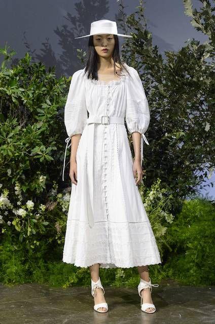 El desfile de Jonathan Simkhai: inspiración para novias que huyen de lo convencional