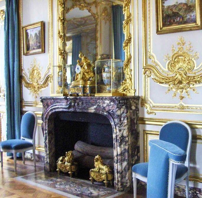 Versailles salle manger des porcelaines petits for Salle a manger louis xvi