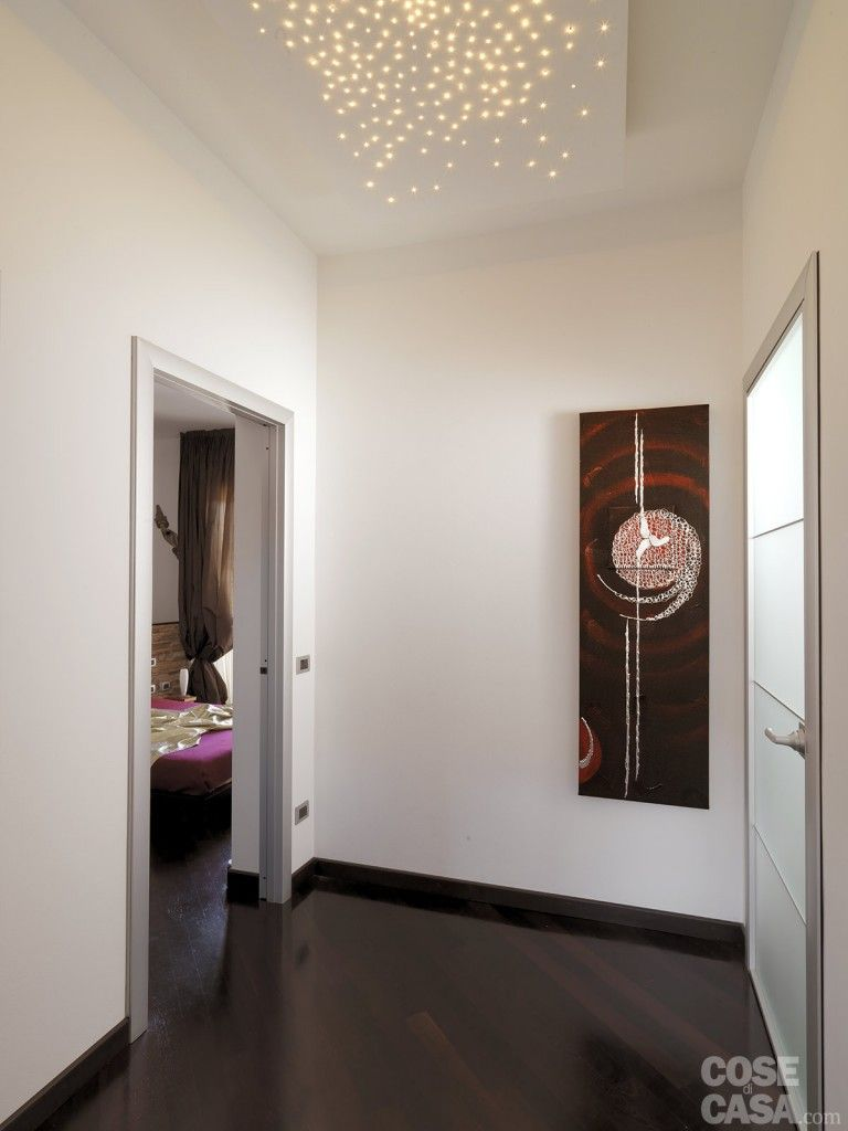 Una casa moderna su livelli sfalsati illuminazione for Idee per casa moderna