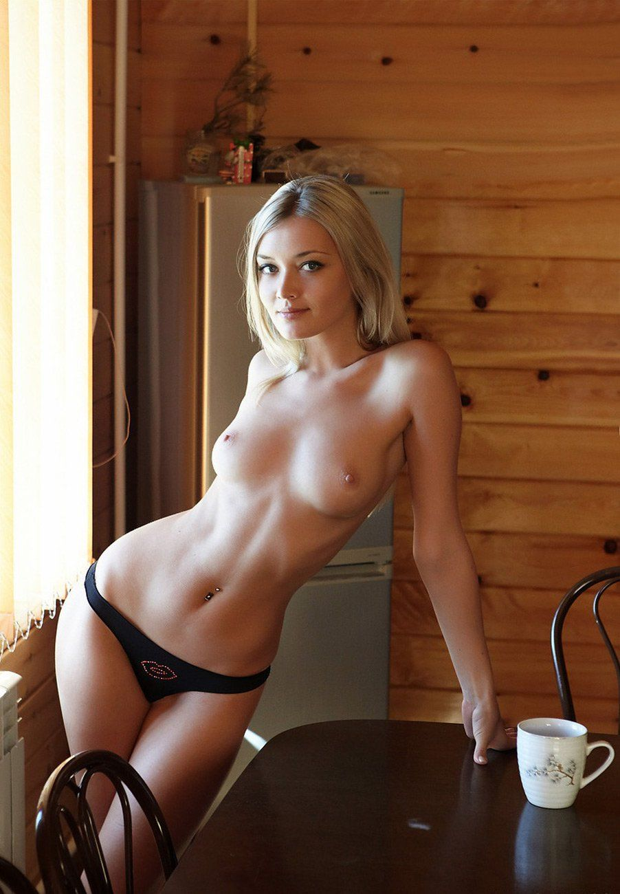 blondes nude hot Smokin