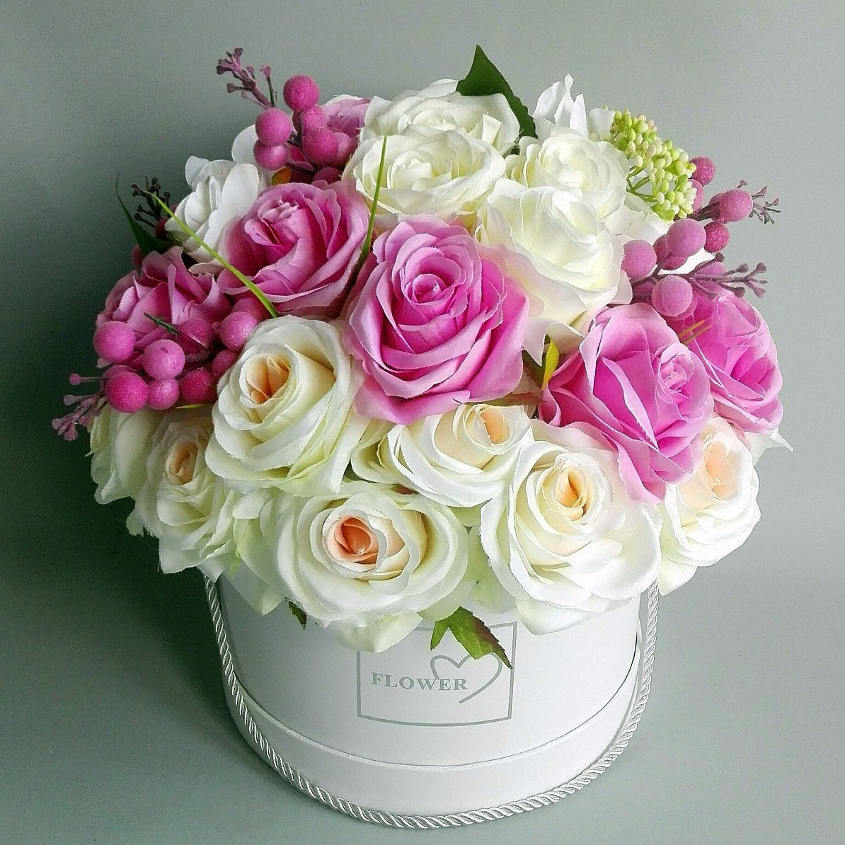 Flower Box Bialo Rozowy Uroczy Swiateczne Atelier Valentine Flower Arrangements Fresh Flowers Arrangements Flower Arrangements
