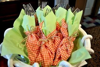 Fun napkin folding idea for Easter brunch.