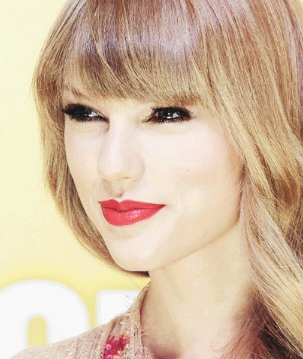 Taylor Swift's smile is the cutest smile ever!