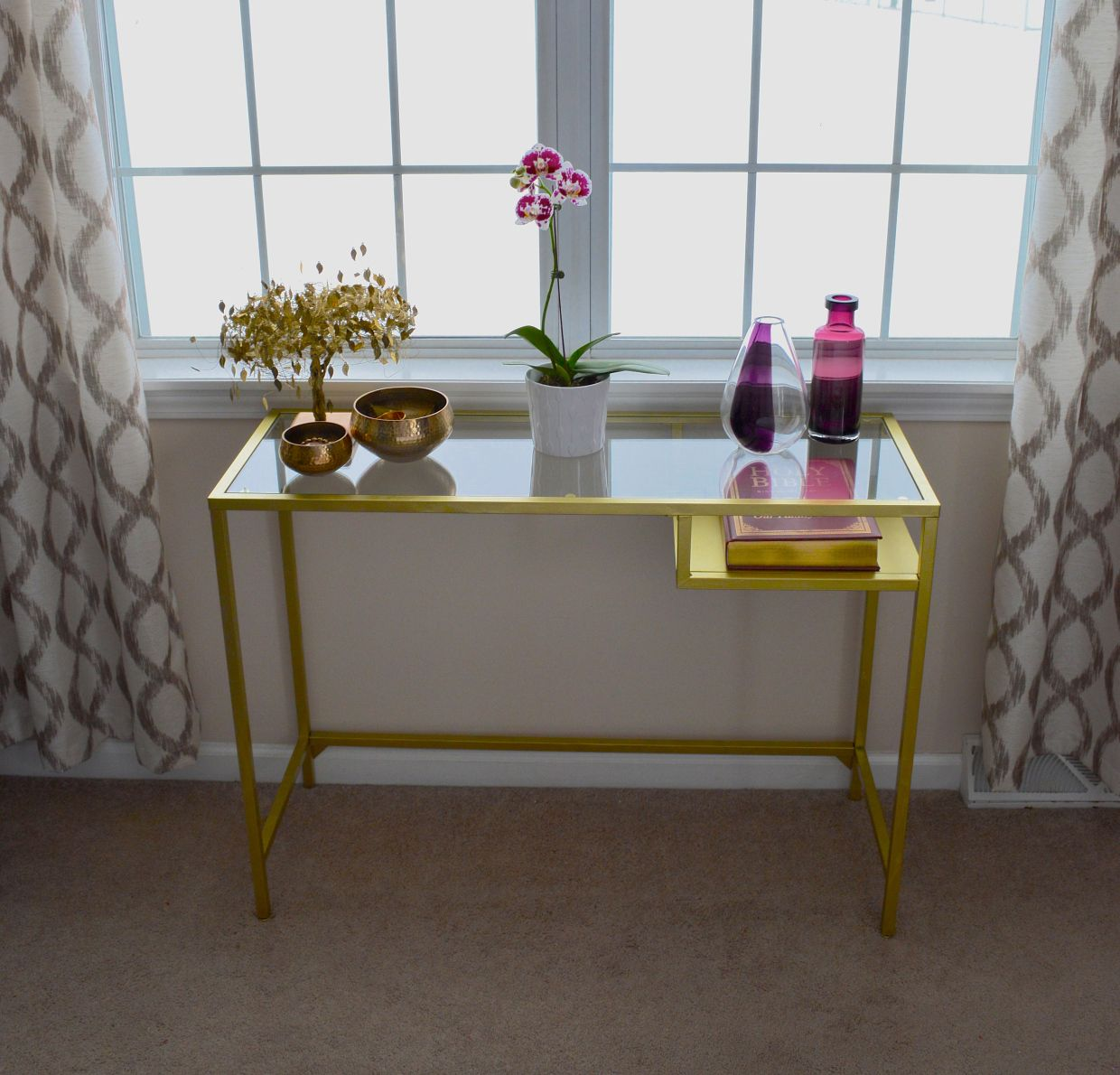 Ikea Vittsjo Computer Table Spray Painted Gold To Make A Chic Console Table Amazing Ikea Hack Ikea Console Table Diy Console Table Diy Console