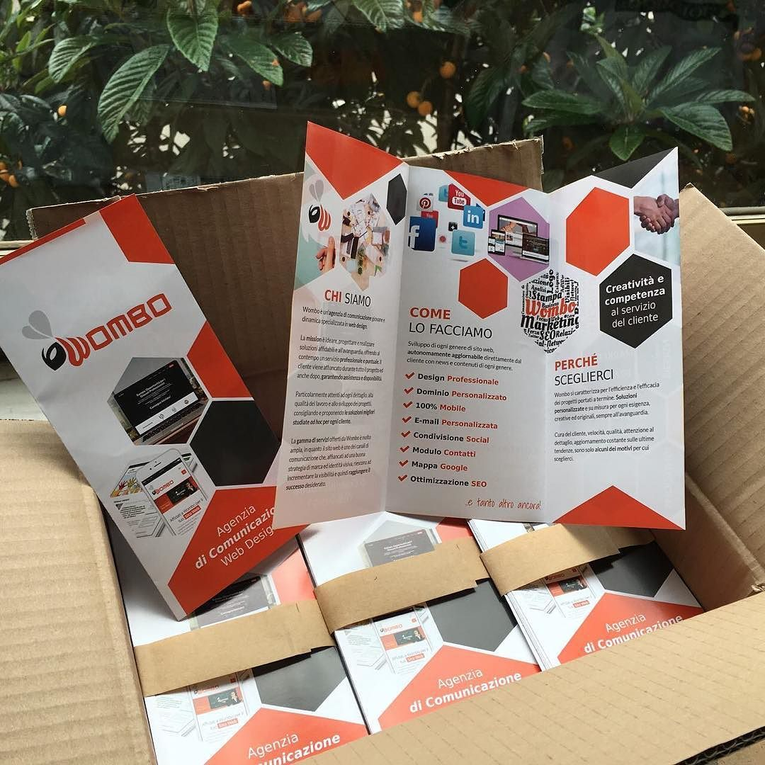 #brochure arrivate finalmente! #brochuredesign #design #color #marketing #marketingstrategy #web #website #logo #happy #team #agency #phooftheday #pictoftheday #bestofday #womboit