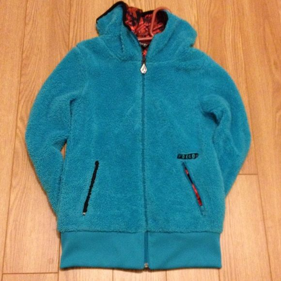 NWOT Volcom Rio Reversible Fleece Jacket SUPER SOFT fleece jacket! Reversible. Super steezy style for the slopes or street. Red side has purposeful distressing in the fabric. Tag has partially fallen off but this jacket has never been worn. Volcom Jackets & Coats