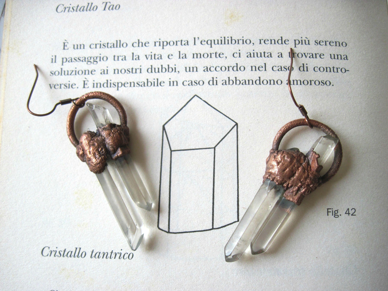 Orecchini con cristalli di quarzo e rame ossidato - coppia di punte di ialino elettroformate - orecchini con pietre grezze pendenti boho di Loonharija su Etsy