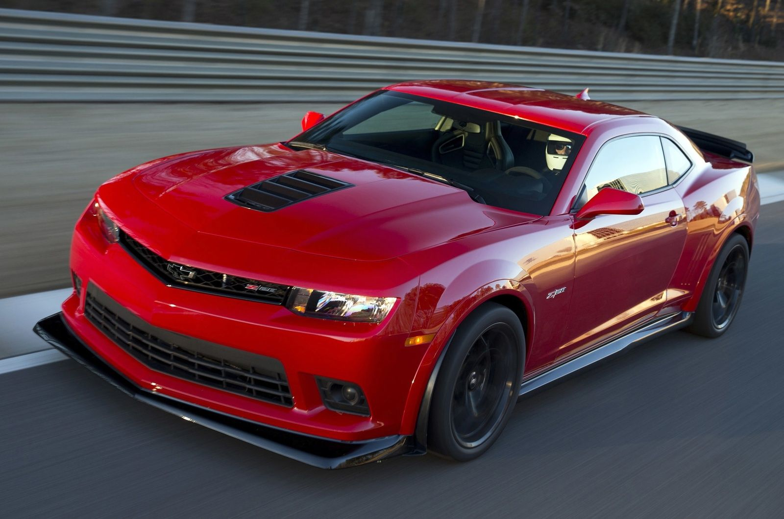 2015 chevrolet camaro zl1 coupe | front-quarter view. copyright