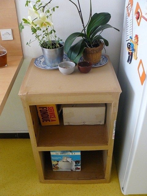 Make an endtable out of cardboard -- ENTIRELY out of cardboard #cardboardshelves