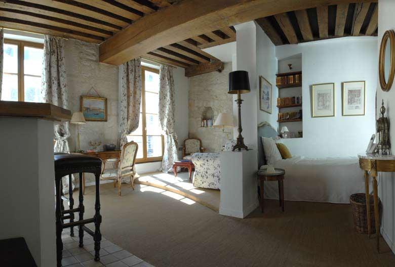 Elegant studio/suite apartment to rent in a beautiful 17th century ...