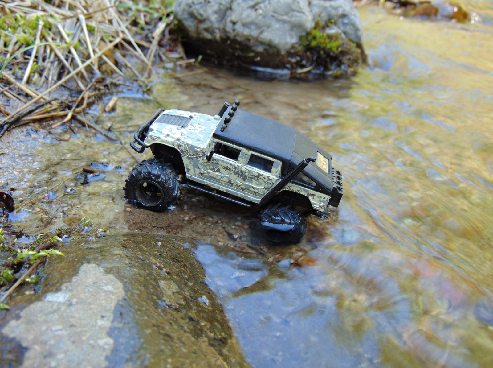 Hummer car toys  Went hunting for a body of water to play in with my th Scale Di